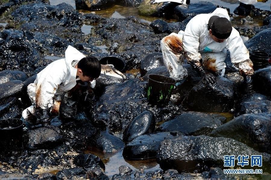 台湾石门海岸一艘货柜船搁浅油污泄漏污染