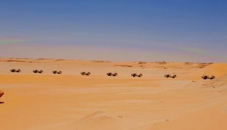 中东石油沙漠风景图