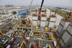 冀东油田油气集输公司南堡联合站年度设备检修正在进行中