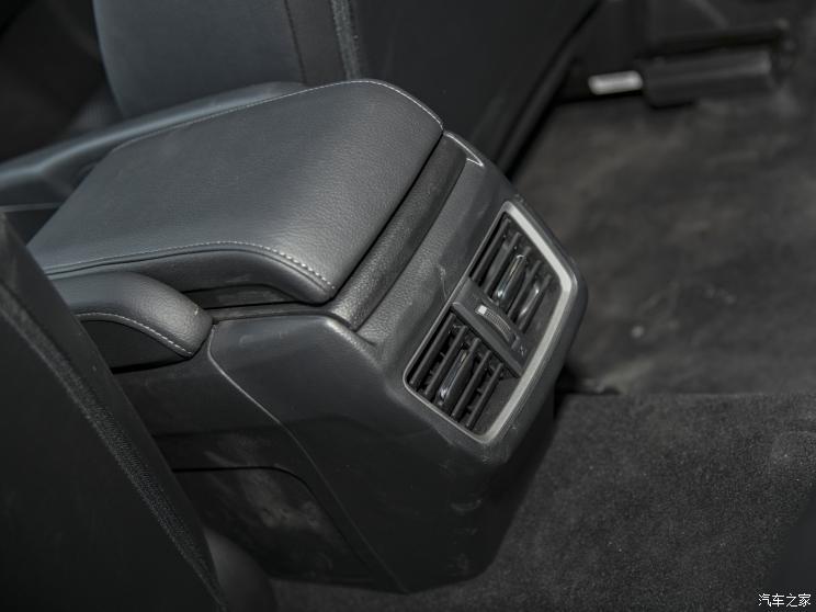 东风本田 思域 2019款 220TURBO CVT燃擎版