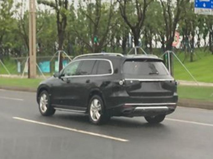 奔驰全新GLS实车曝光 四季度开卖/首推6座车型-图4