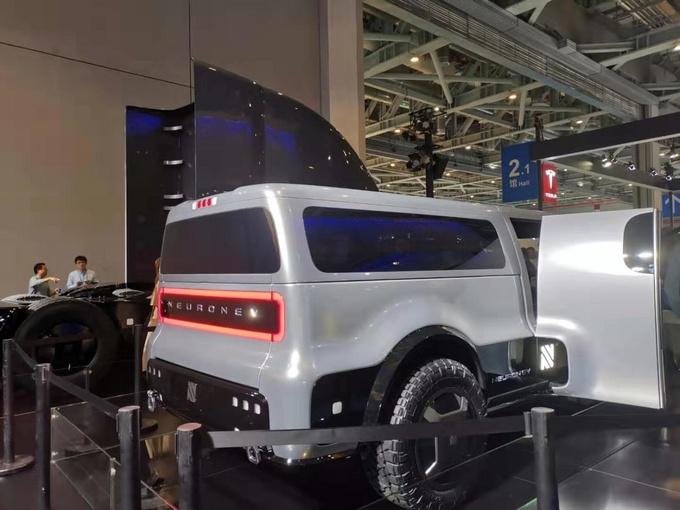首例电动多功能车曝光进博会 货箱可变 明年上市-图4