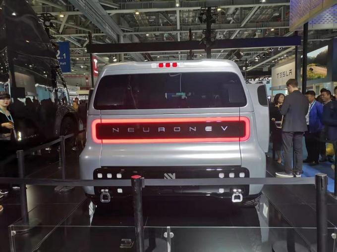 首例电动多功能车曝光进博会 货箱可变 明年上市-图5