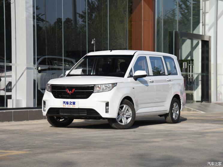 上汽通用五菱 五菱宏光PLUS 2020款 1.5L 手动高配版